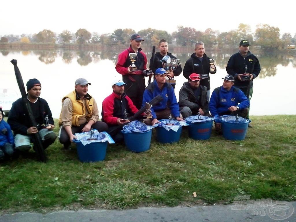 A 2011-es év arra is jó volt, hogy a magyar élmezőny kicsit összekovácsolódjon, összeismerkedjen. A képen a Horgászklub Feeder Kupa díjazottjai