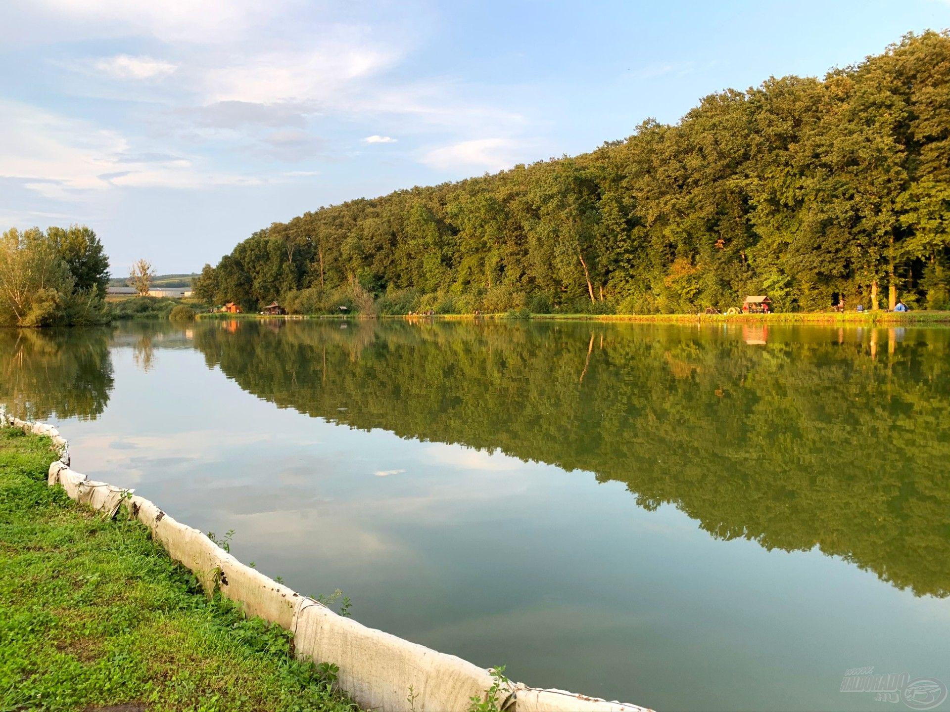 Délután 6-kor érkeztünk meg a tóhoz