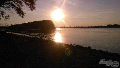 A Duna kincsei, a kidőlt fától jobbra