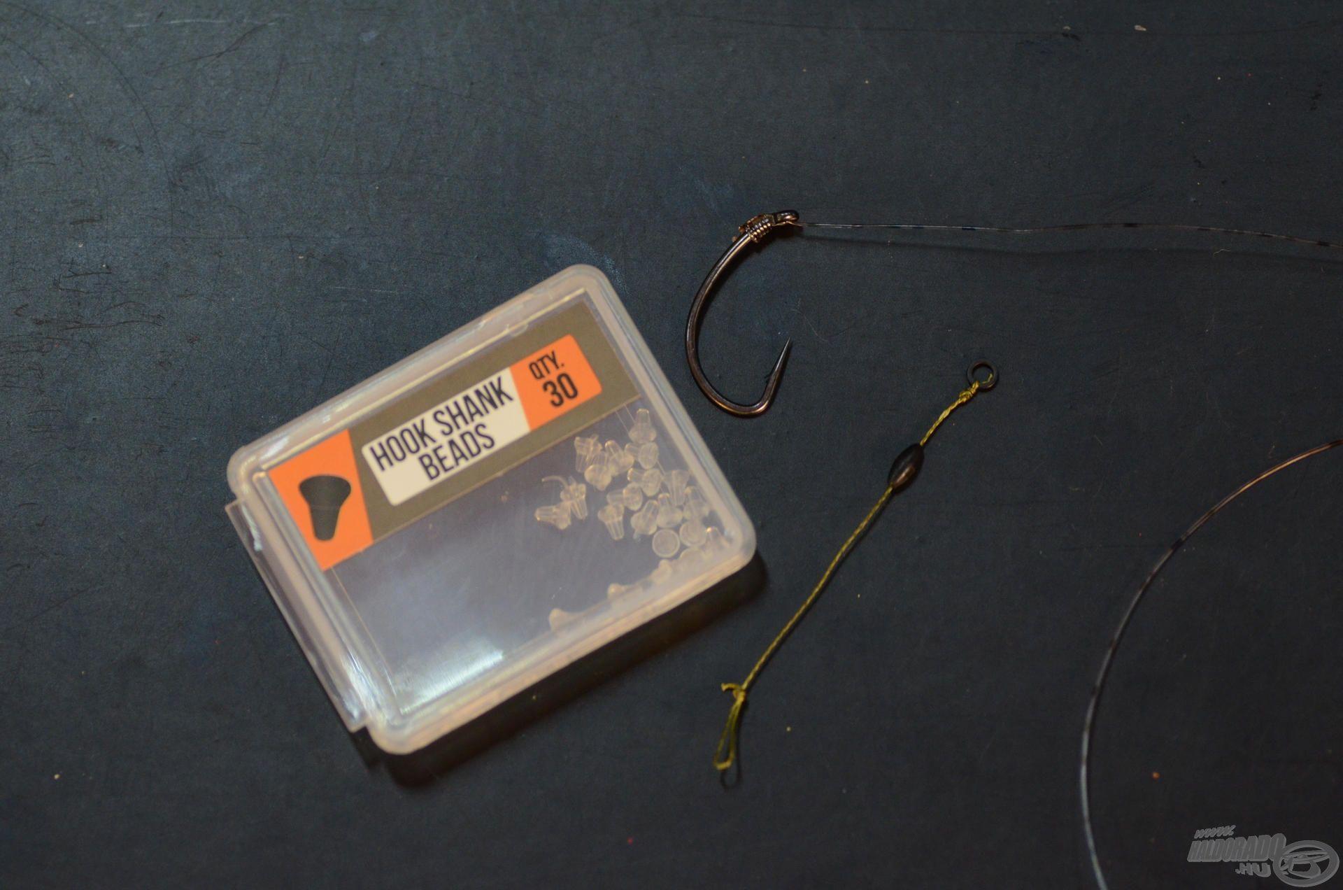 Itt kap szerepet az ötletes kis horog stopper, aminek segítségével párosítom össze a két részt
