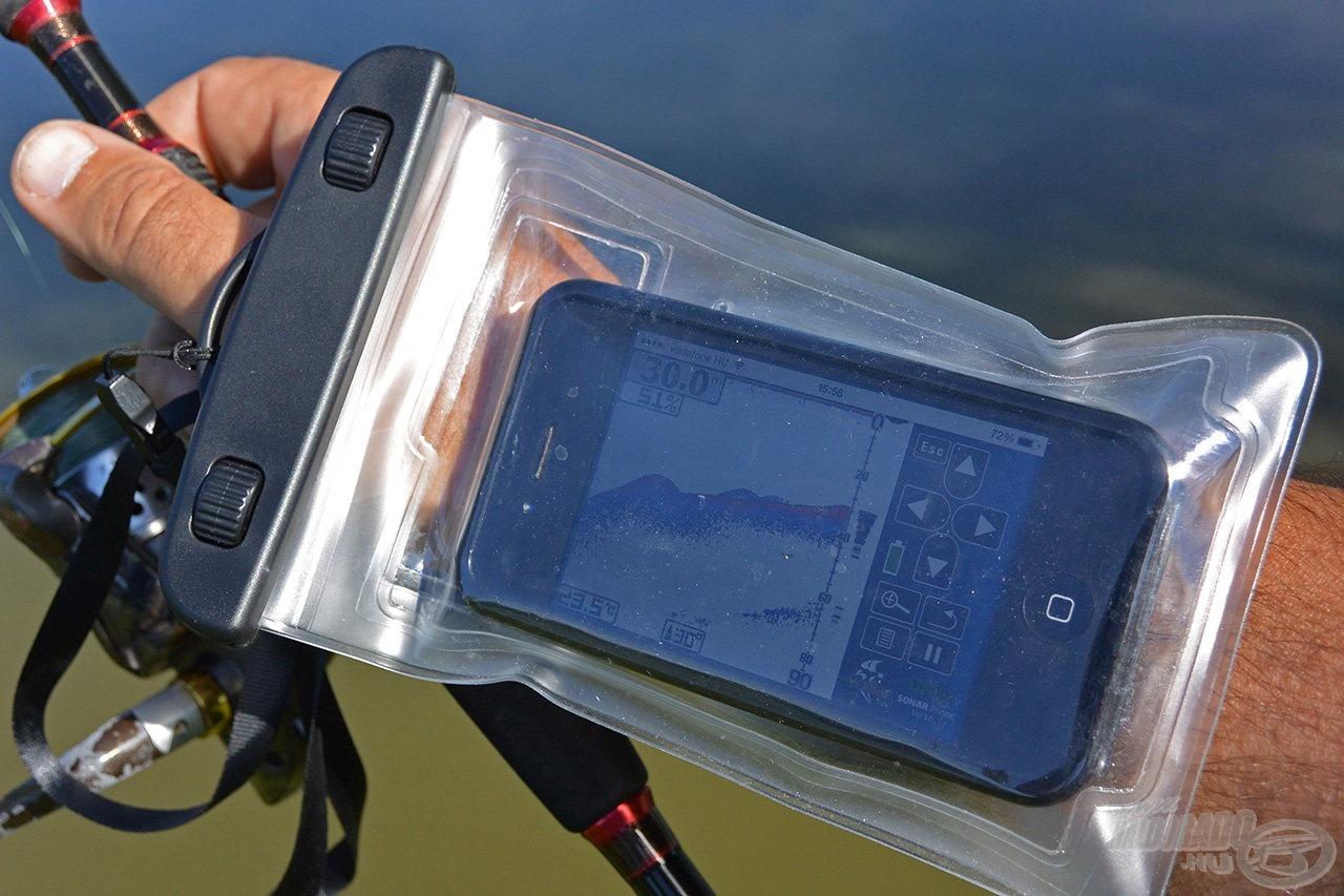A radarhoz ajánlott egy speciális vízálló tok, amivel nyakunkba akaszthatjuk a telefonunkat vagy csuklópánt segítségével kezünkre rögzíthetjük, így szabad marad mindkét kezünk. Ez a kiegészítő egyébként praktikus egy gázlós horgászatnál is