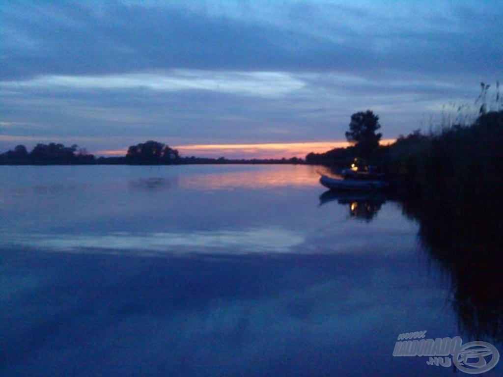 Naplemente a tőzegbánya tó felett