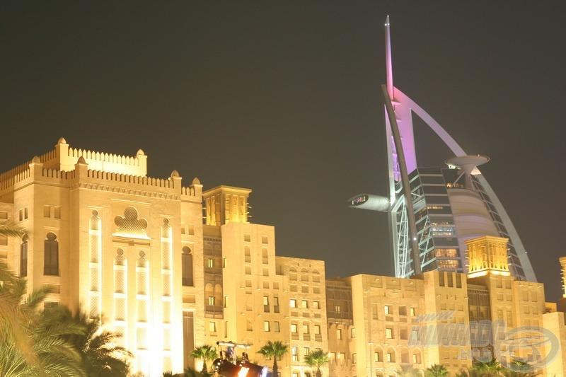Esti csendélet, háttérben a Burj al Arab