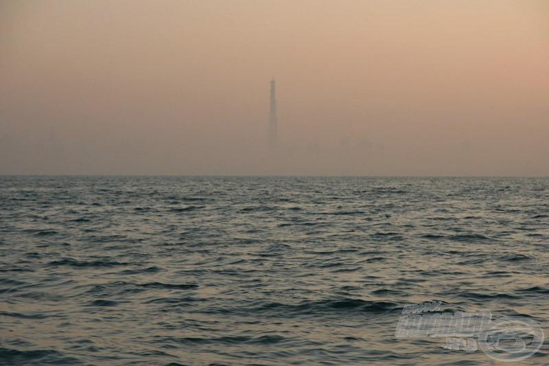 … és amikor már csak a 160 emeletes Burj Dubai látszik