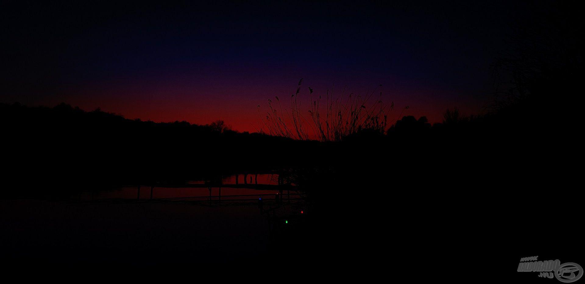 Bizakodva vártam az első éjszakát a lassan teljes sötétségbe boruló völgykatlanban