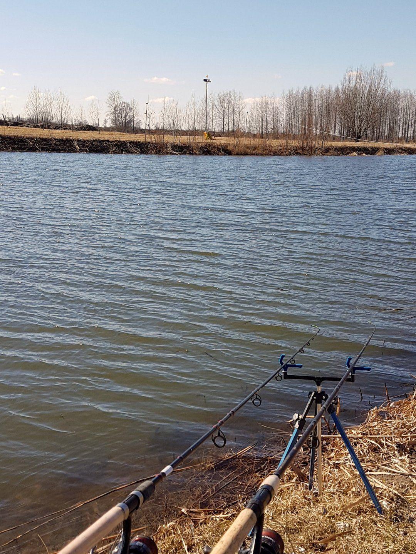Idei első horgászatunk kellemetlen, hideg szélben zajlott