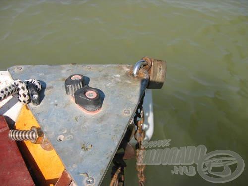 Kötélrögzítő a csónak orrában