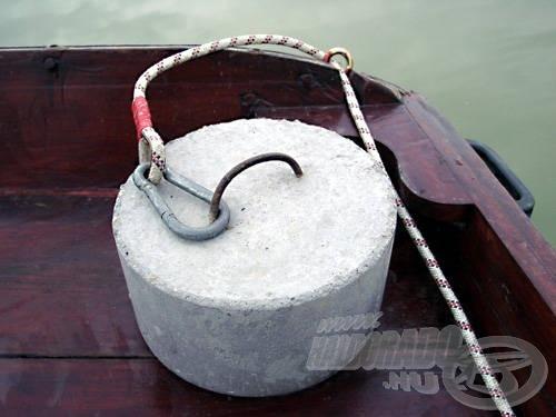 A hátsó súlyt és kötélzetét is készítsük gondosan elő, mielőtt kitesszük a csónakból