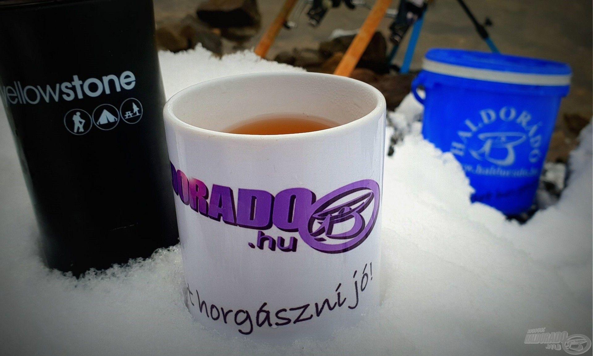 A hideg téli napokon a kihűlés ellen jó tesz egy forró citromos tea