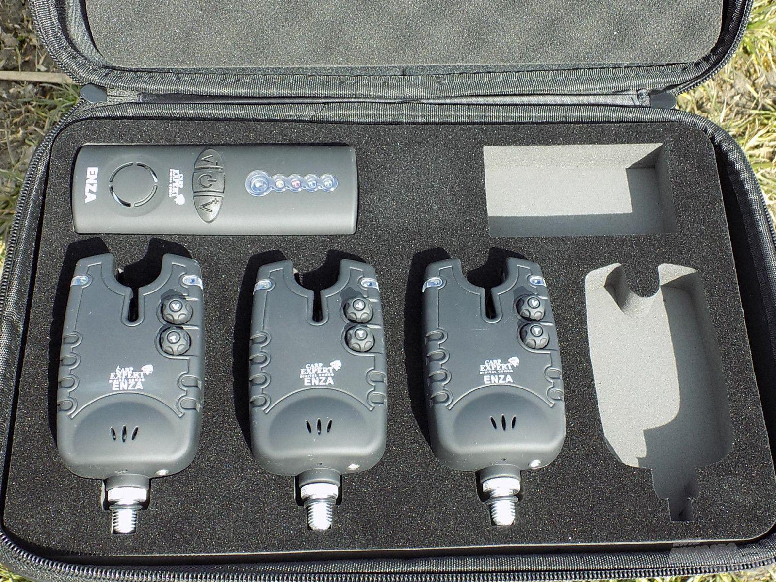 A tesztre a 3 + 1-es verziót vittem magammal, tehát 3 elektromos jelző és egy vevőegység lapult a kofferban