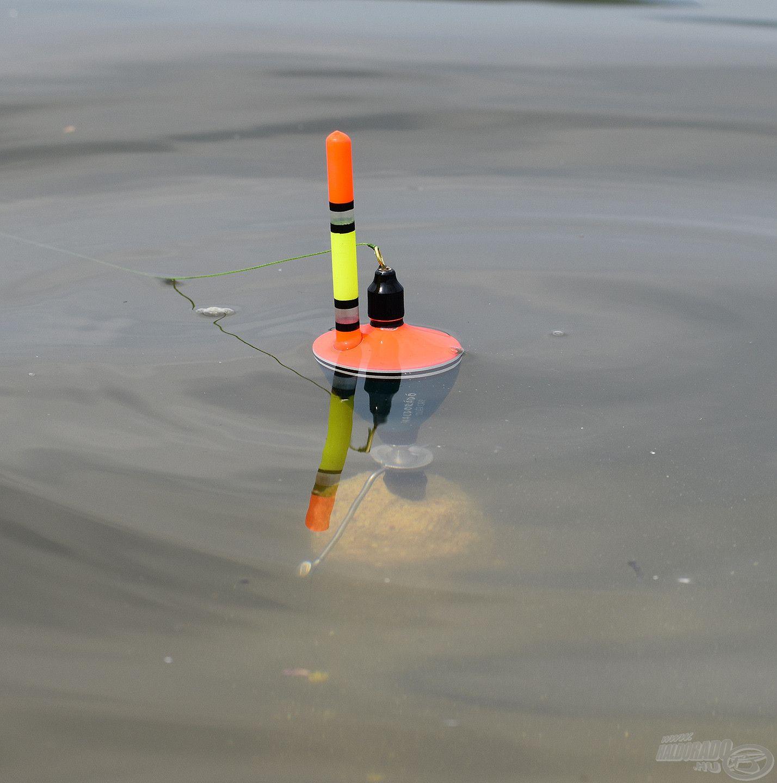 Az optimálisan megtöltött kosárral eddig merül az úszó