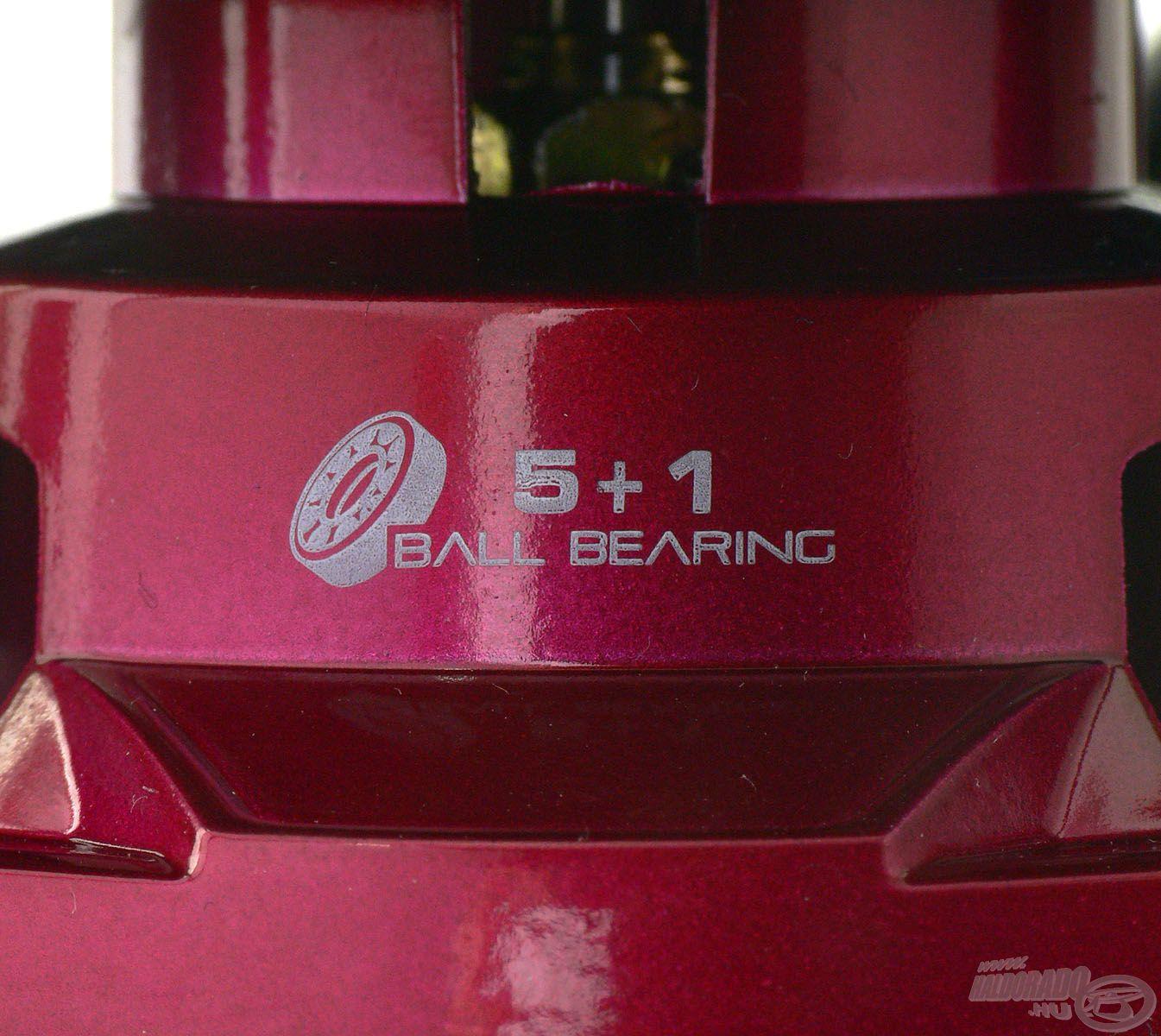 5 + 1 db rozsdamentes csapágy gondoskodik az orsó sima, könnyed futásáról