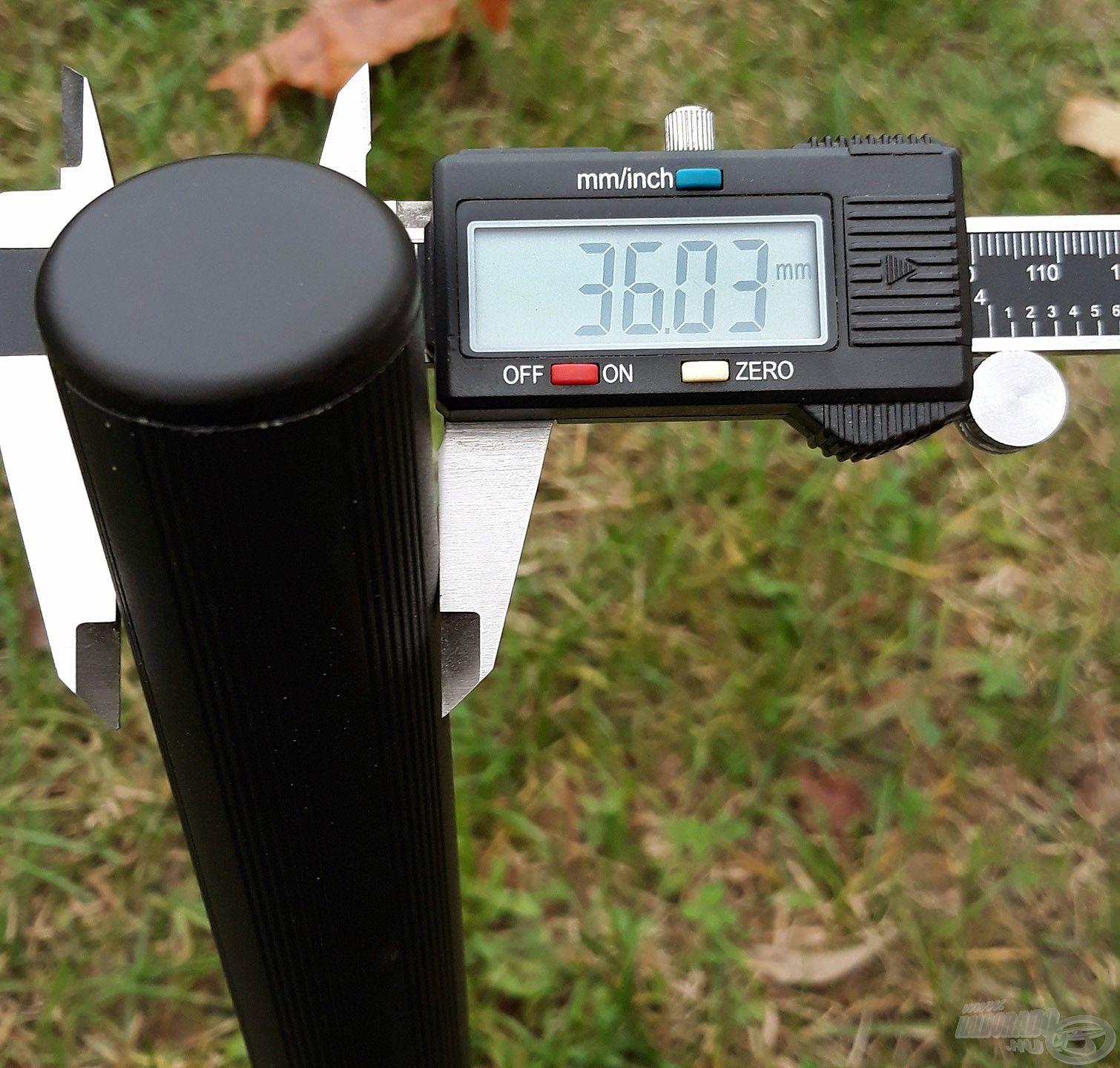 A 4 db láb mindegyike 36 mm átmérőjű