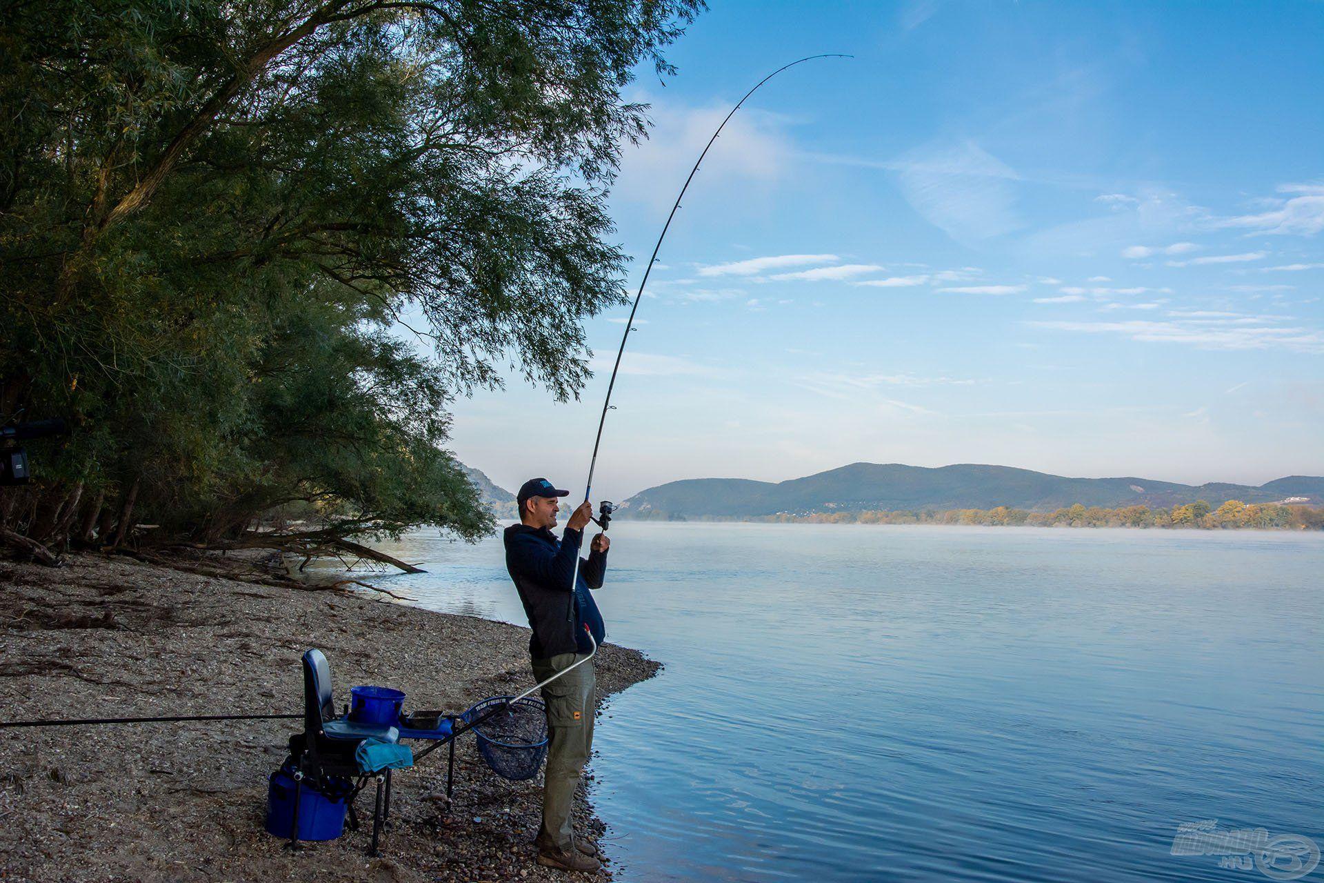 Amint a halat megakasztottuk, mindenképp el kell emelni a fenéktől!