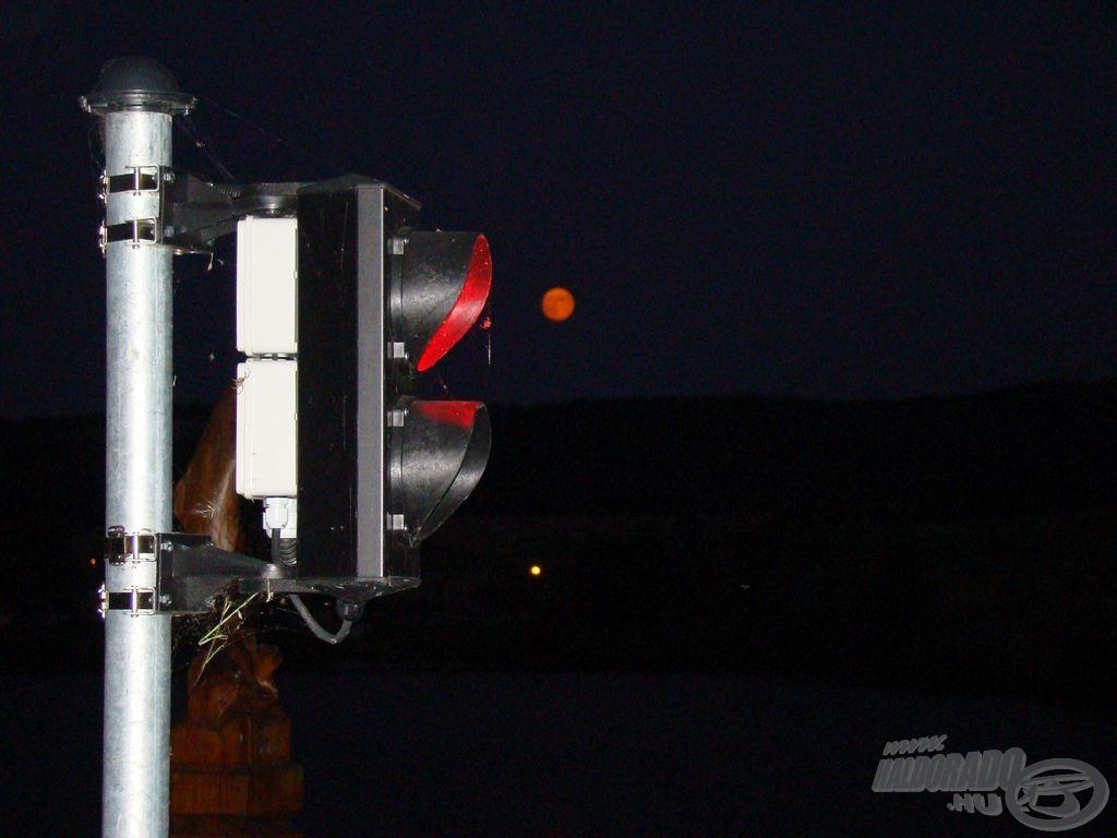 Piros lámpa, narancs hold - de a horgászat szabad!
