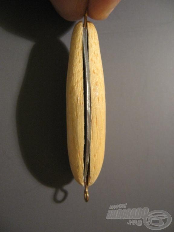 Az első modellbe még hagyományos, ólomlapkás súlyozás került