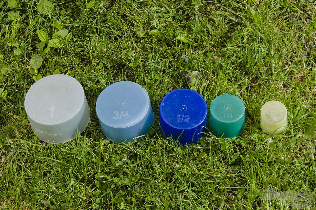 A boltokban kapható élőanyag-limitáló edénykészlet 5 darabból áll. Az 1/8 literes edény használata nélkül pontosan 2,5 liter élő anyagot tudunk bennük elhelyezni