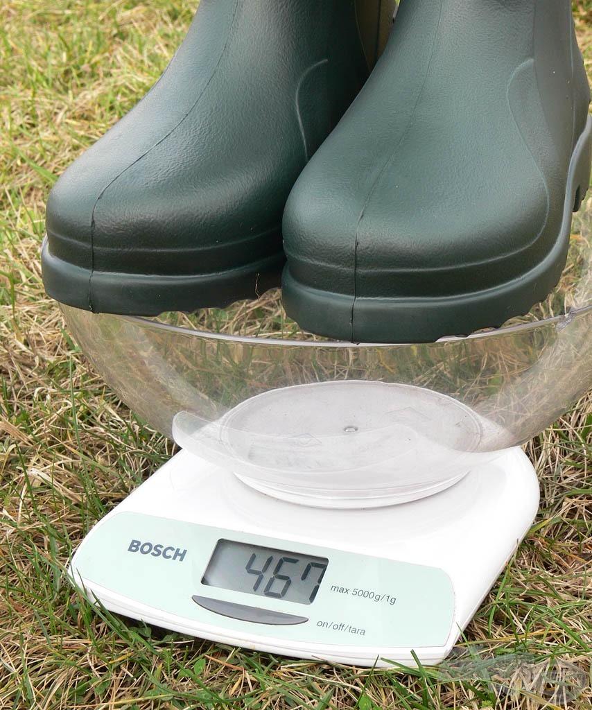 Egy átlagos sportcipő (párban mérve) súlya 600 gramm, ez pedig sokkal könnyebb. Szinte érezni sem lehet, hogy rajtunk van!