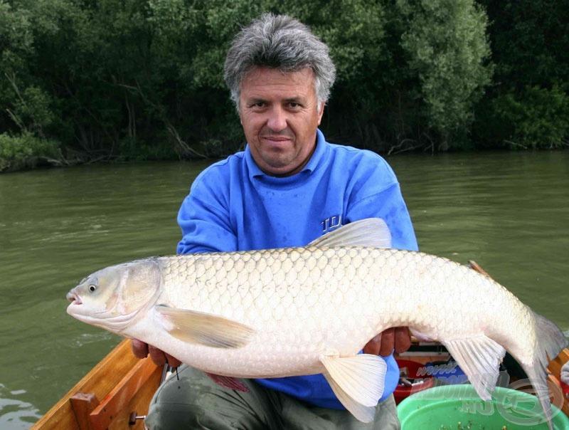Ez a 14-15 kg körüli amur volt a nap hala