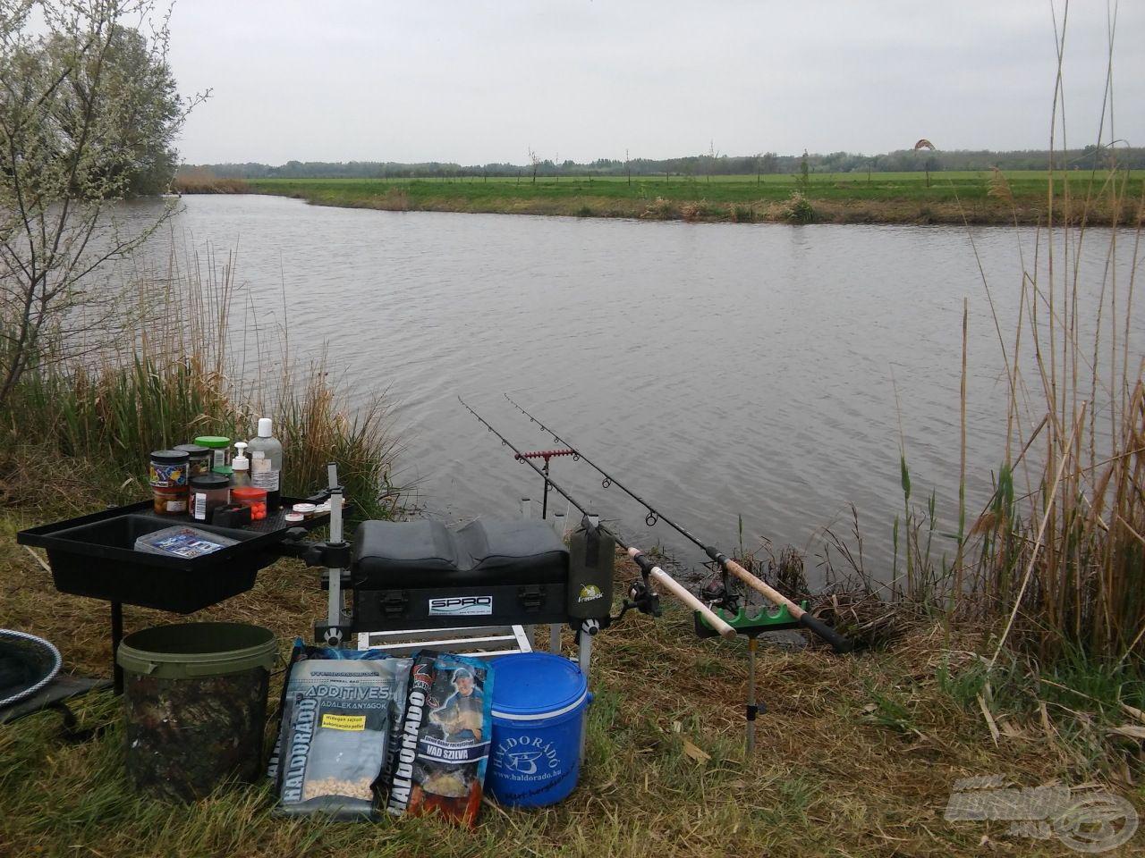 Íme, az elkészült horgászállásom. Mindig kiemelt figyelmet fordítok a rendre