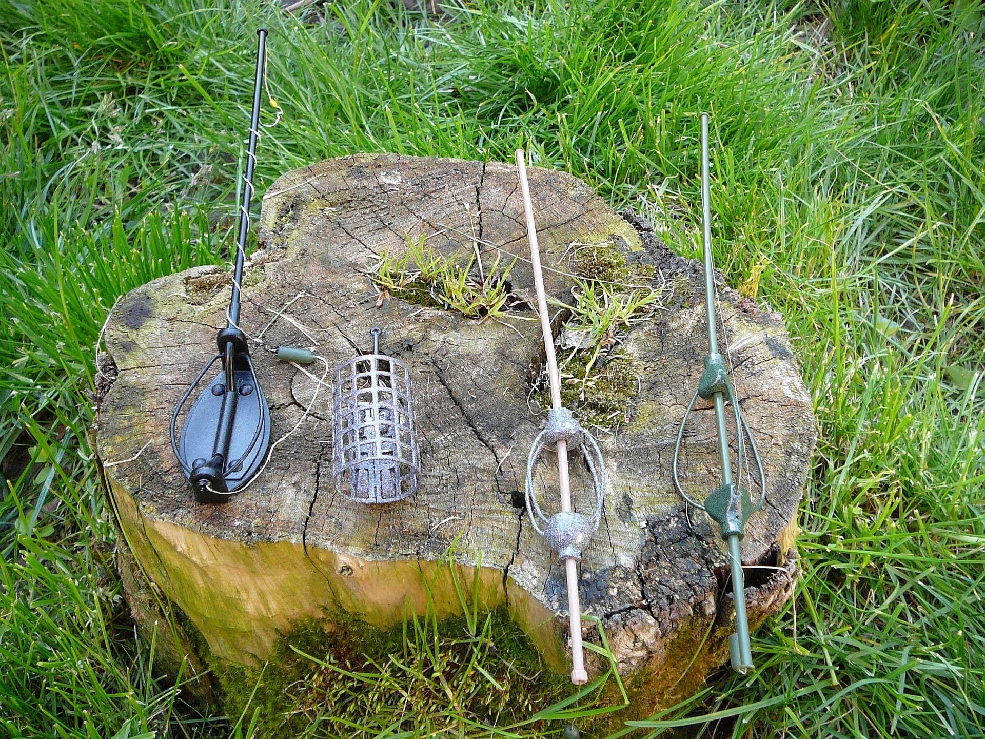 Feederezéshez általában használt kosarak, balról-jobbra: Haldorádó Method Flat Feeder, rácsos csőszerű kivitel, klasszikus fenekező, Haldorádó Pellet Feeder