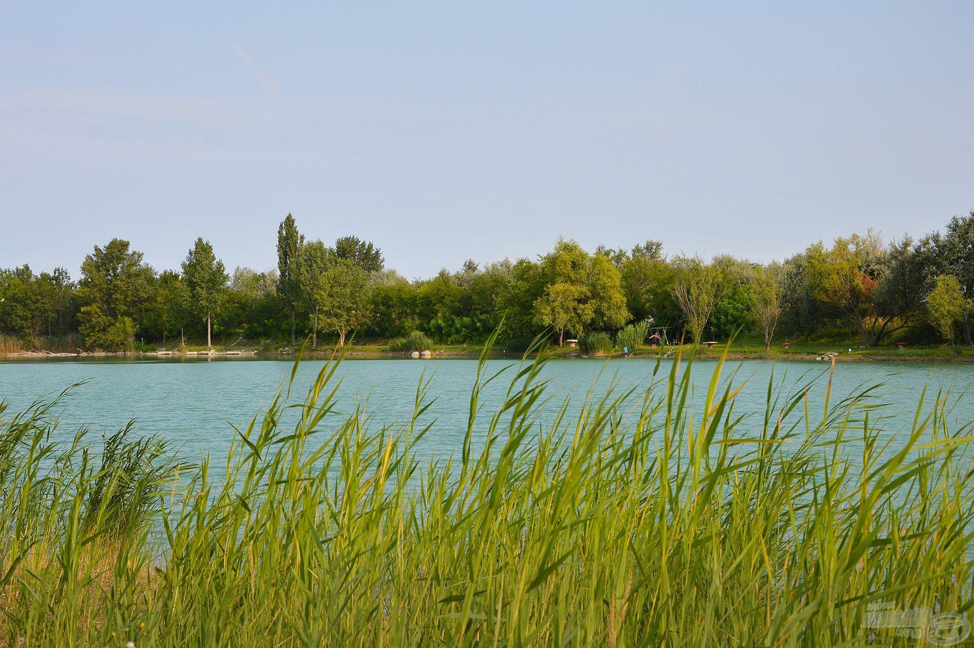 … és gyönyörű környezet jellemzi ezt a tavat