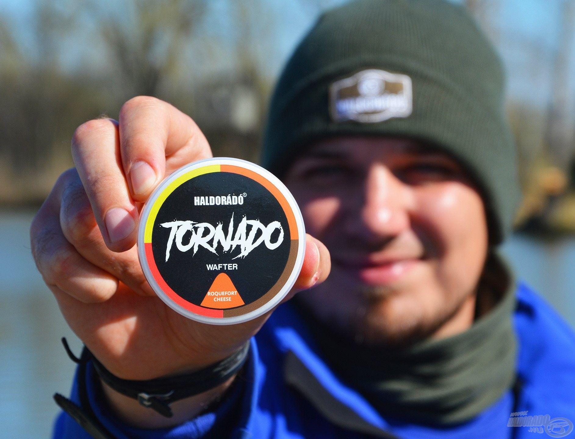 A Tornado Wafter Rokfort Sajt csali újdonságunk kifejezetten ajánlott a gyakran horgászott, telepített vizekre, mert a szokásos, sablonos ízek mellett egy nagyon különleges alternatívát kínál mind a horgászoknak, mind pedig a halaknak