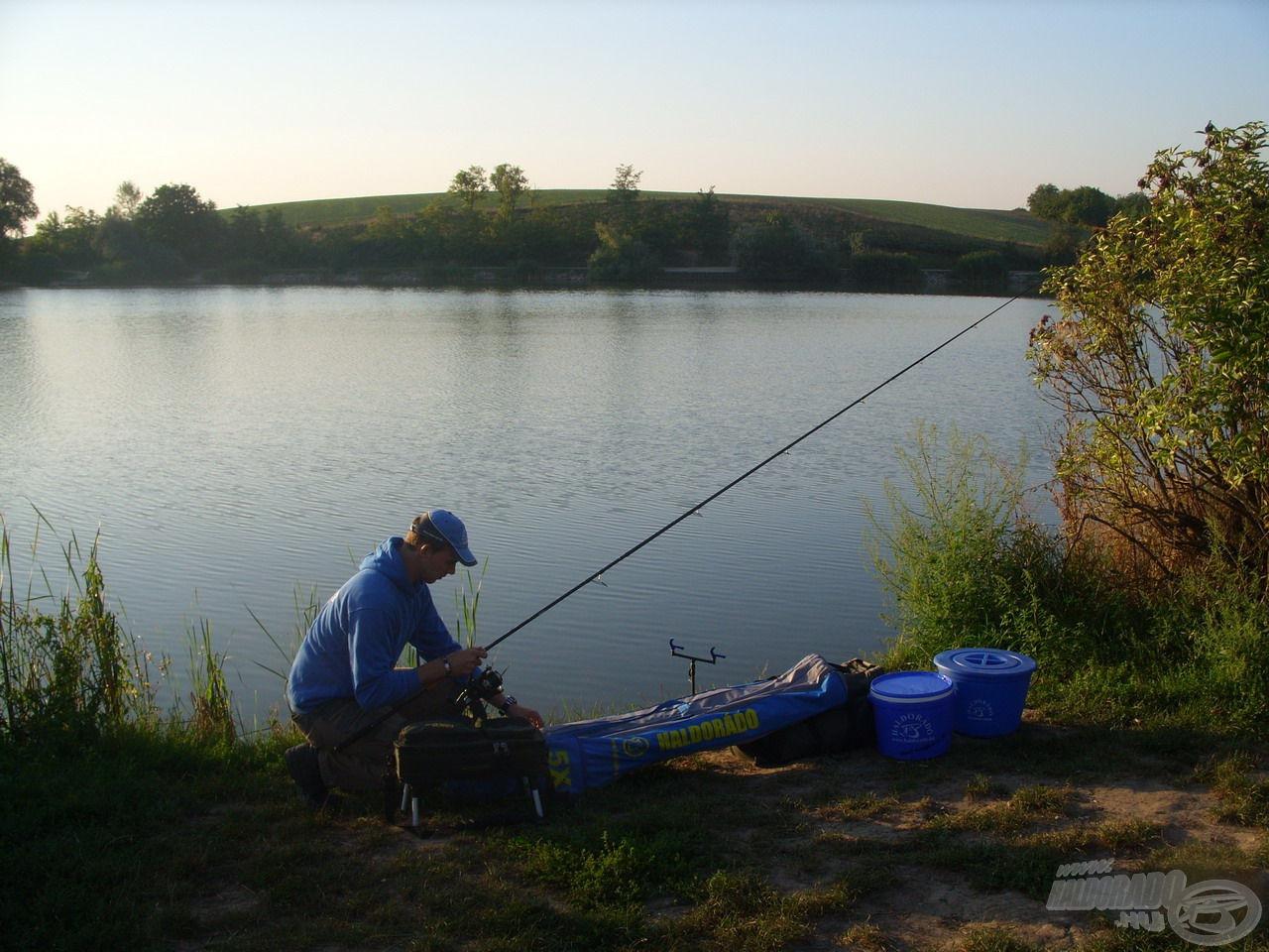 Izgatottan készítettem össze felszereléseimet, szerettem volna minél előbb a halak nyomába eredni