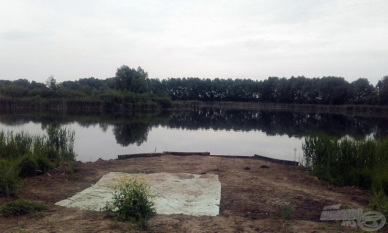 Az első horgászatunk helyszíne. Semmi fényűzés