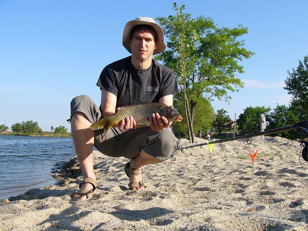 A büszke horgász és zsákmánya