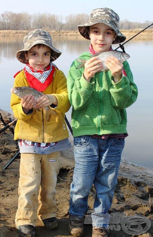 """""""5 perce jöttünk meg, apa, és máris van két halunk"""" :)"""