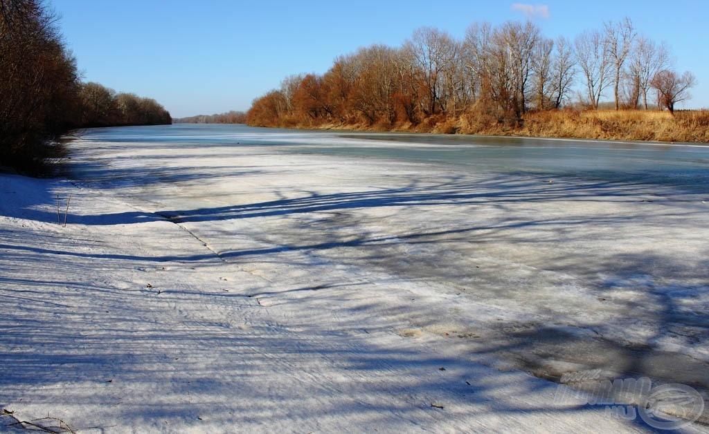 Ide is kell még pár fok melegedés, hogy vízre lehessen tenni az új csónakot!
