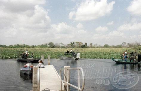 Az Everglades mocsárban a nagyobb csatornákban többször igen nagy forgalom volt.