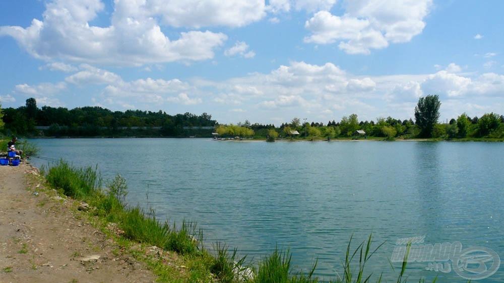 Így fest a tó a sarokból