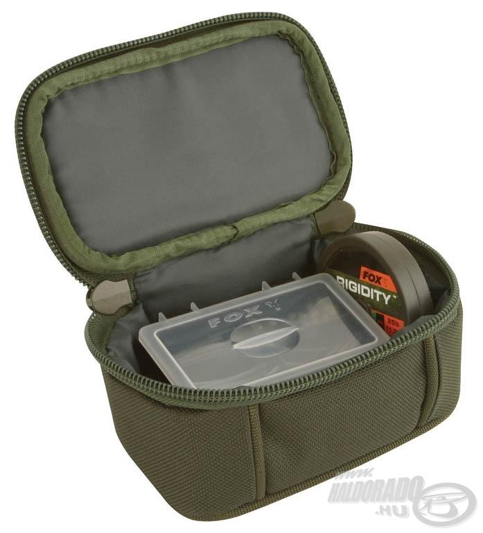 A FOX Royale aprócikk táska kicsi mérete: 16 x 10 x 8 cm