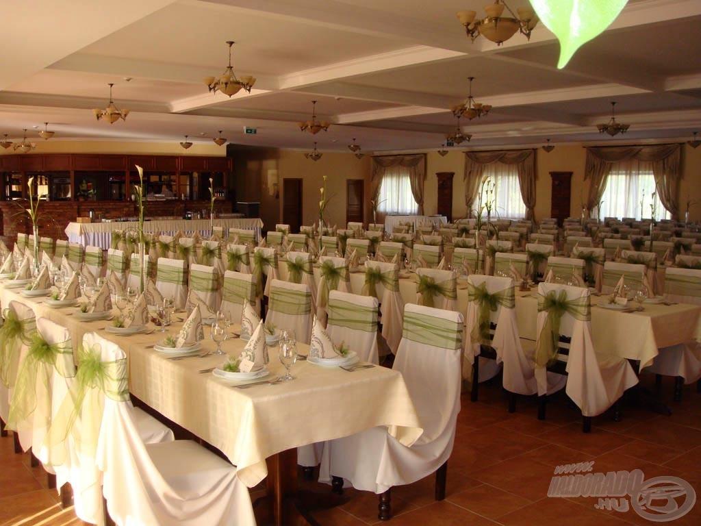 A nagyterem esküvők és céges rendezvények lebonyolításában is már számos alkalommal vizsgázott jelesre