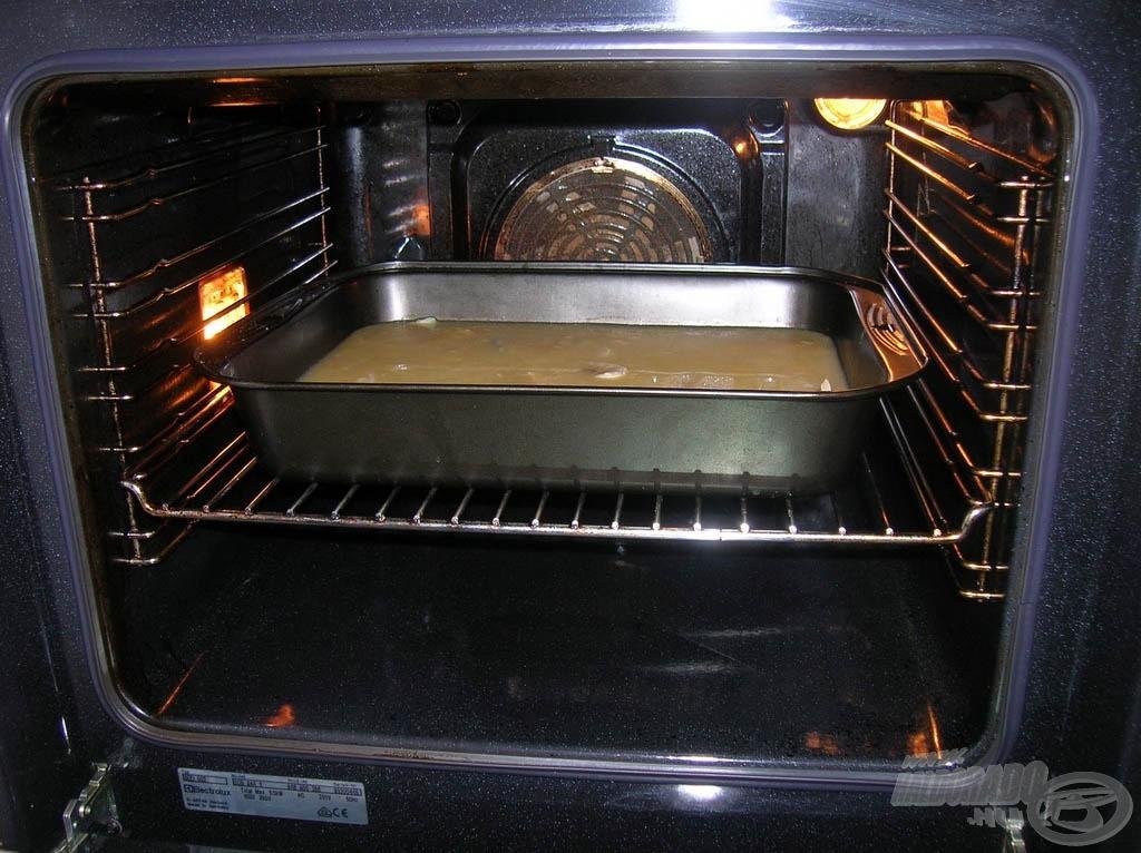 Sütőben 180 C<sup>°</sup>-on 30 perc alatt készre pároljuk