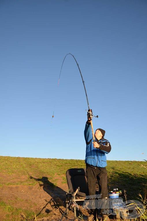 A SPRO Royal Carp Feeder 420H feederbottal könnyedén dobhatunk akár 110 méternél nagyobb távolsága is!