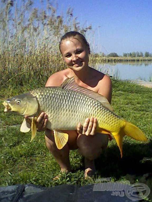 Szép ponty, bizony, női horgász fogta… De hogyan lett horgász???