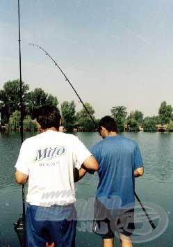 Tibor épen egy halat fáraszt