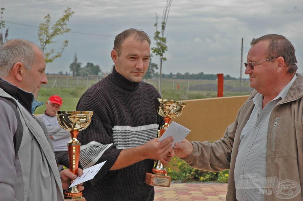 Jankovics István adta át a díjakat és az utalványokat a győztes csapatoknak