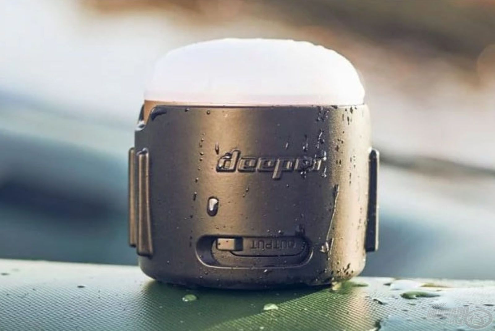 Esős időben is tökéletesen használható, köszönhetően a víz- és porálló kialakításnak