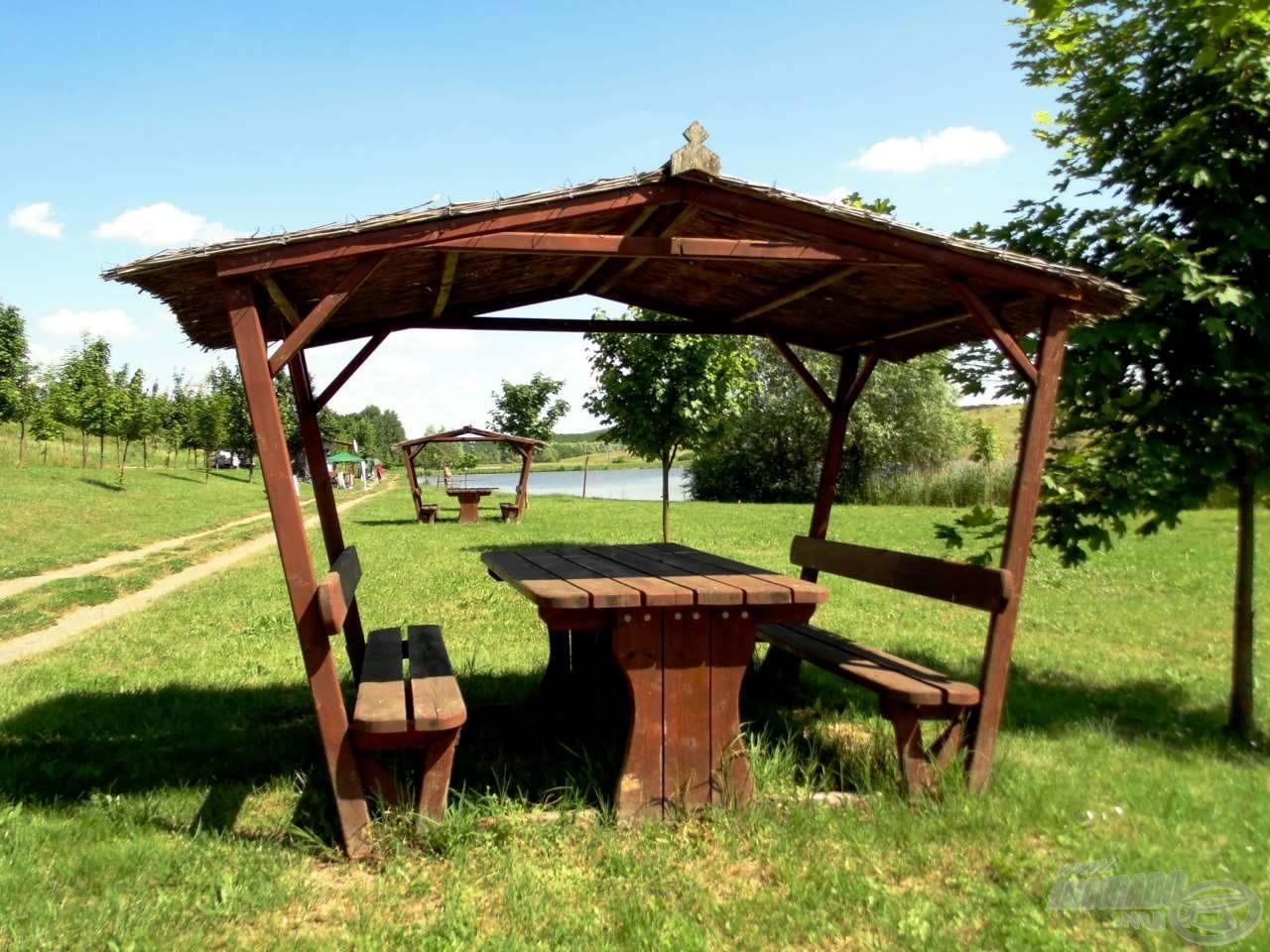 A halőrház közelében a kirándulók számára is van kiépített pihenőhely