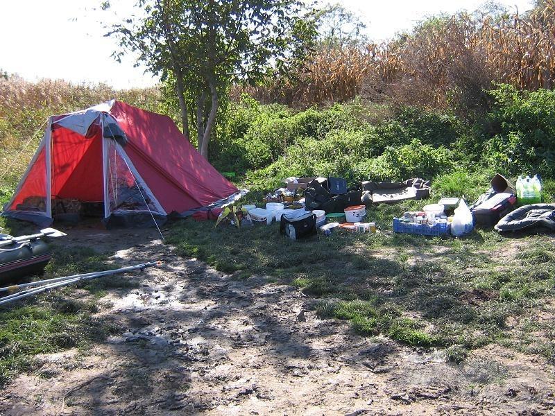 Készülőben a táborhelyünk