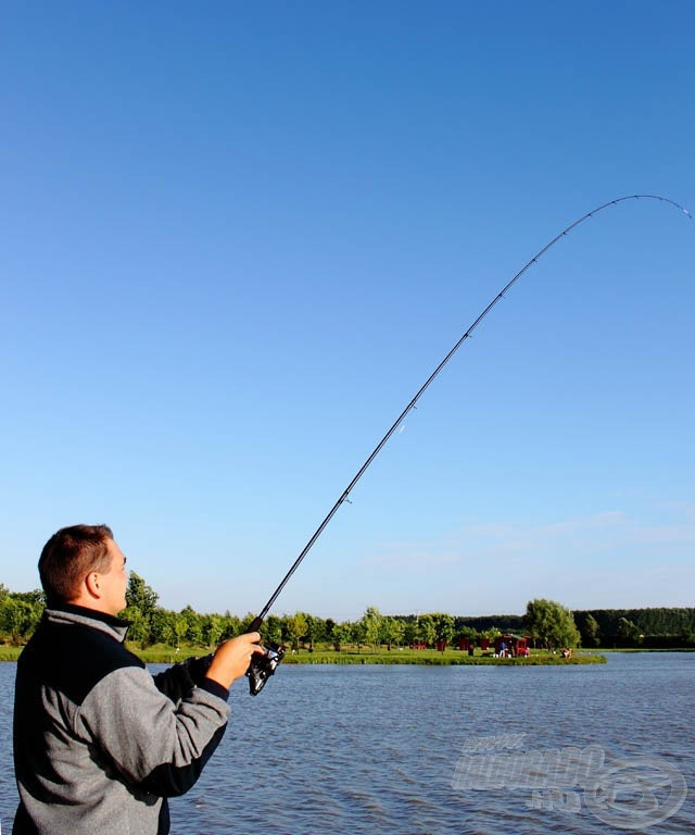 Hal a 3,6 méteres Commercial boton… itt még igen távol van a halacska