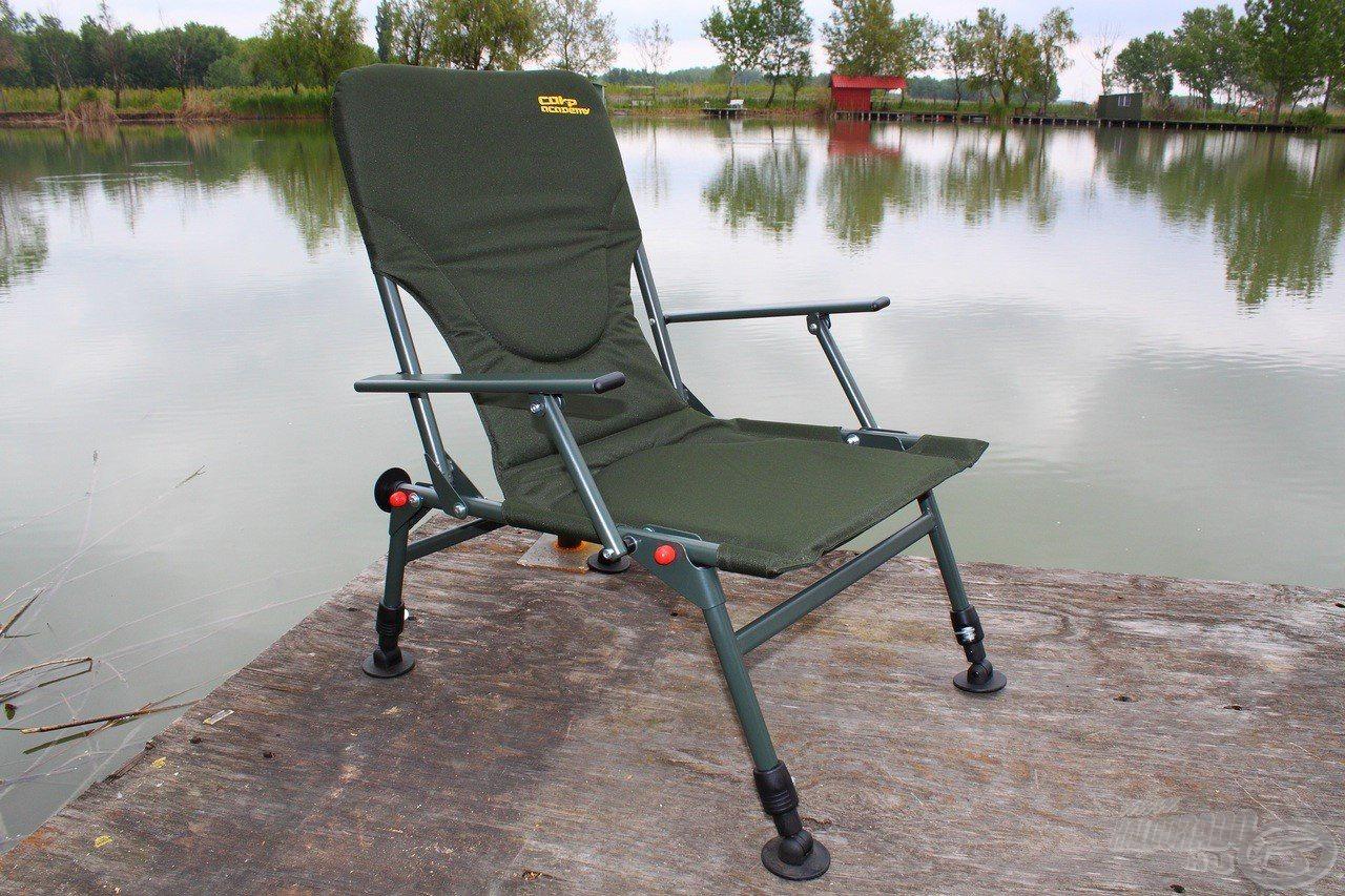 A Legacy kompakt méretű, erős fotel