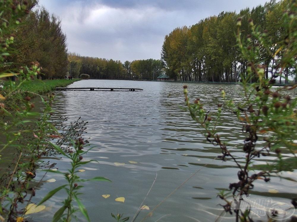 Hosszú, de viszonylag keskeny a tó