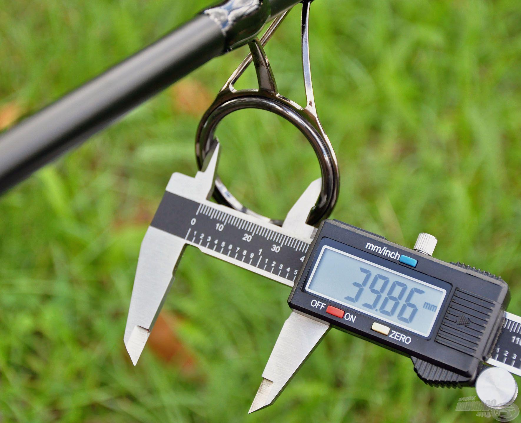 Közel 40 mm belső átmérőjű keverőgyűrűt találhatunk a bottesten, ami a távdobást segíti