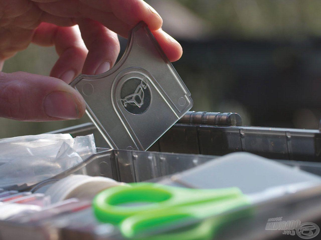 A térelválasztó lapocskák segítségével beállíthatjuk a kívánt fach méretet