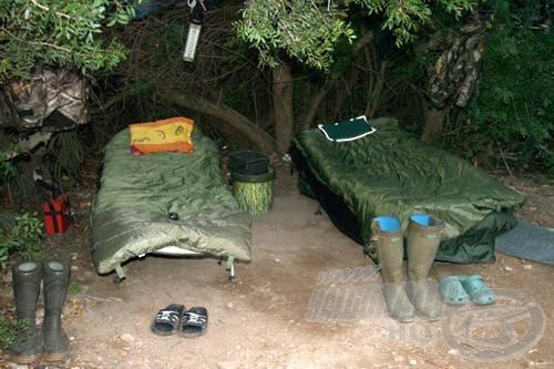 A fák alatt, többé-kevésbé védve voltunk a párától, de a hideg ellen már a speciális ruházat és a komoly hálózsákok is kellettek